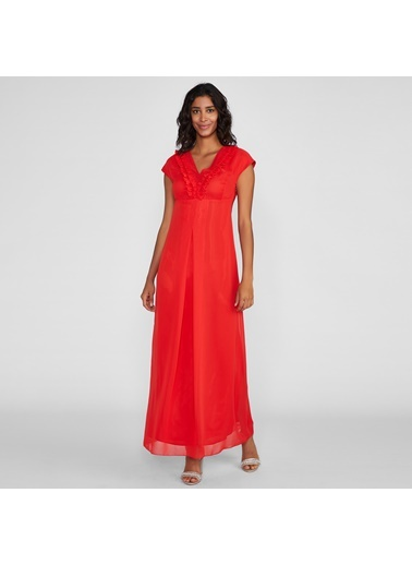 Vekem-Limited Edition Kolsuz V Yakalı Yakada Fırfır Detaylı Uzun Elbise